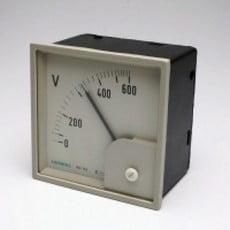 Ela Eletro Araguari VOLTIM FM72 DIR 500V 7KM07 11-1AX27>7K VOLTIMETRO SIEMENS